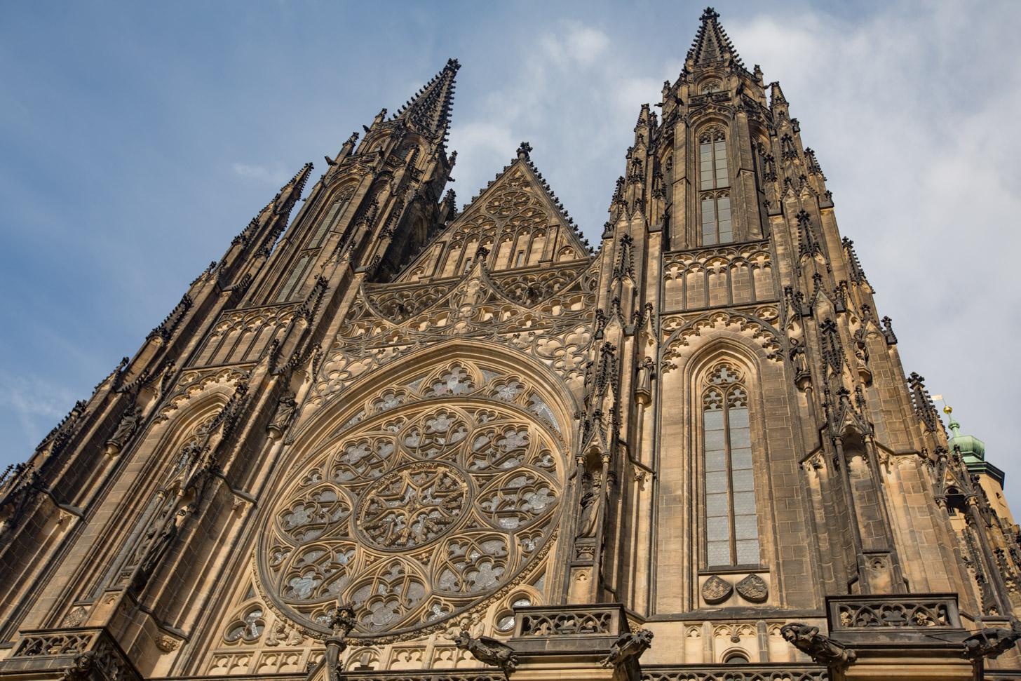 Sint-Vituskathedraal aan de buitenkant